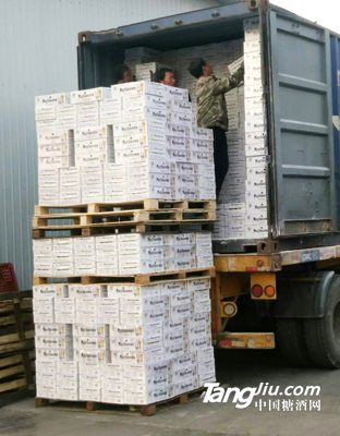 集装箱发货1--青岛汇海铭洋啤酒
