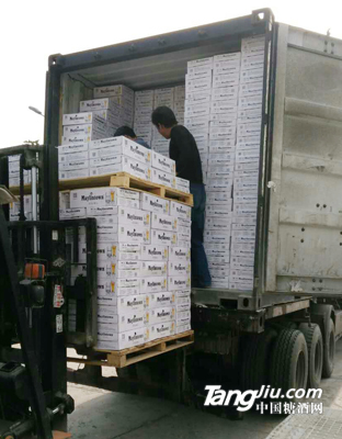 集装箱发货11--青岛汇海铭洋啤酒