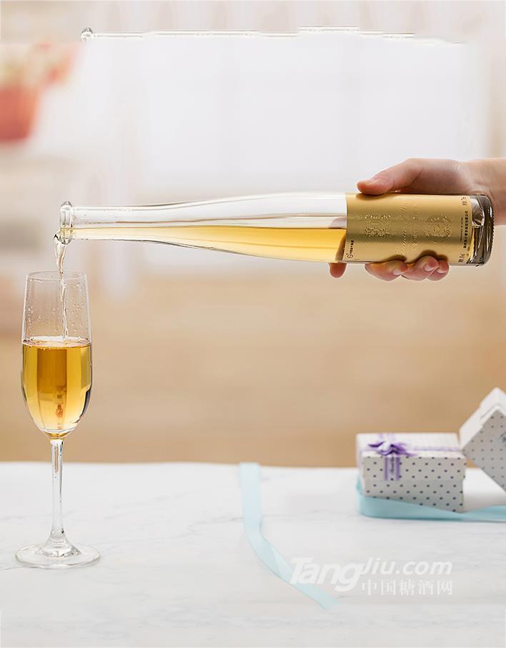 扬子撸点酒尊享黄金酒(礼盒装 2瓶_盒)扬子撸点酒尊享黄金酒(礼盒装 2瓶_盒)